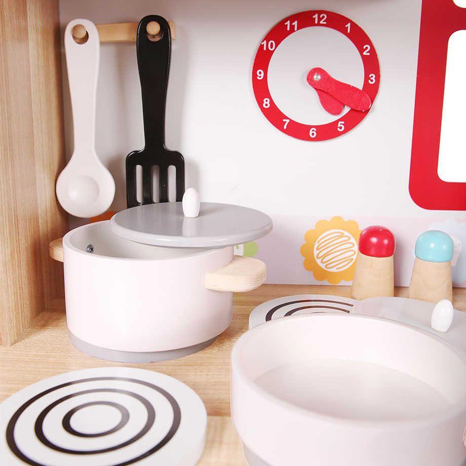 Kuchnia Drewniana Z Wyposazeniem Dla Dzieci